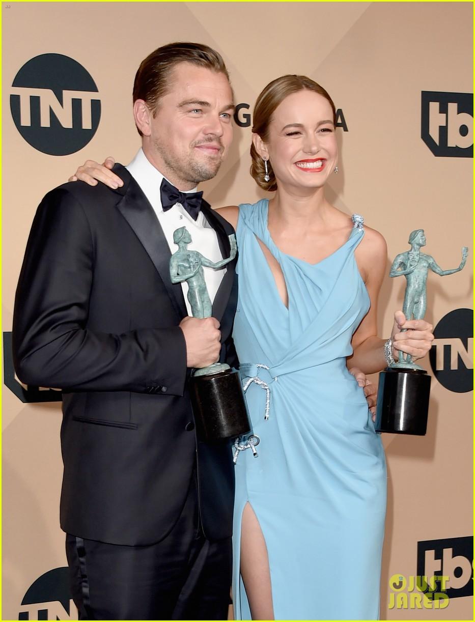 Leonardo DiCaprio & Kate Winslet Shared the Best Hug After ... Leonardo Dicaprio And Kate Winslet