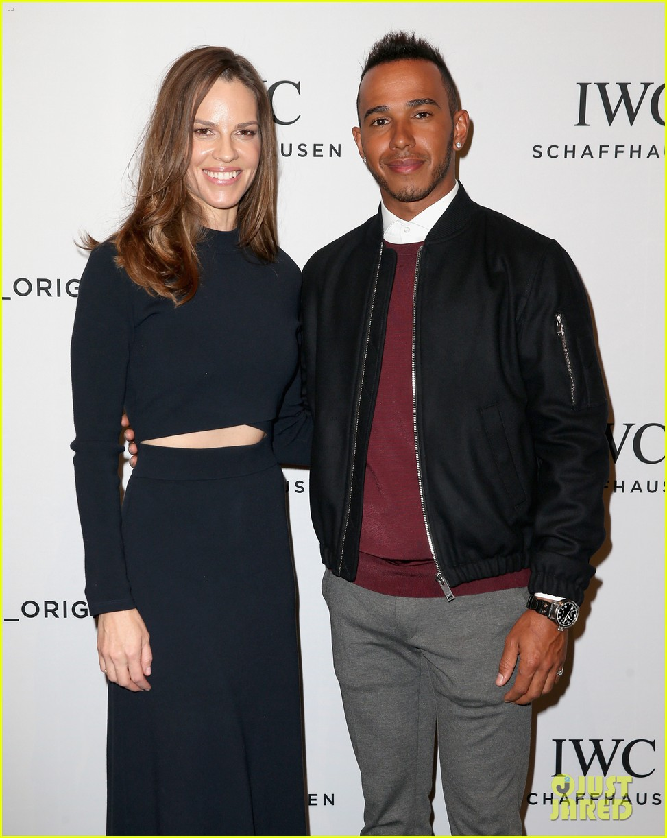 ¿Cuánto mide Lewis Hamilton? - Estatura y peso - Real height Scott-eastwood-chris-evans-suit-up-for-iwc-pilots-watches-novelties-launch-06