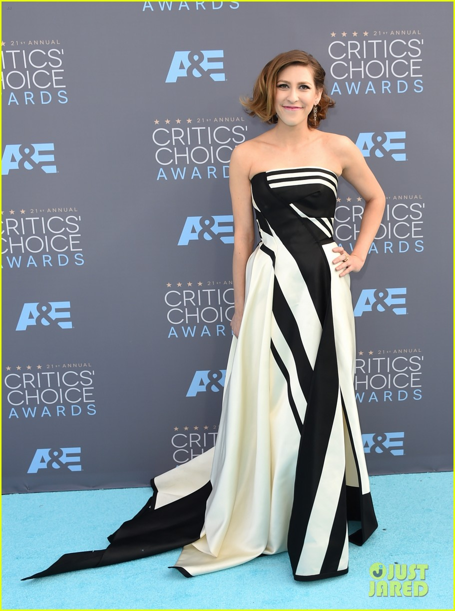 eden sher critics choice awards carpet pics 033554416