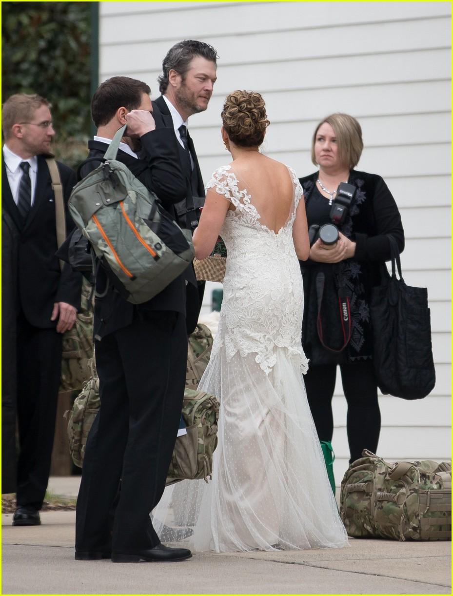 Blake Shelton And Gwen Stefani Wedding Pictures.Gwen Stefani Blake Shelton Couple Up At Hairstylist S Wedding