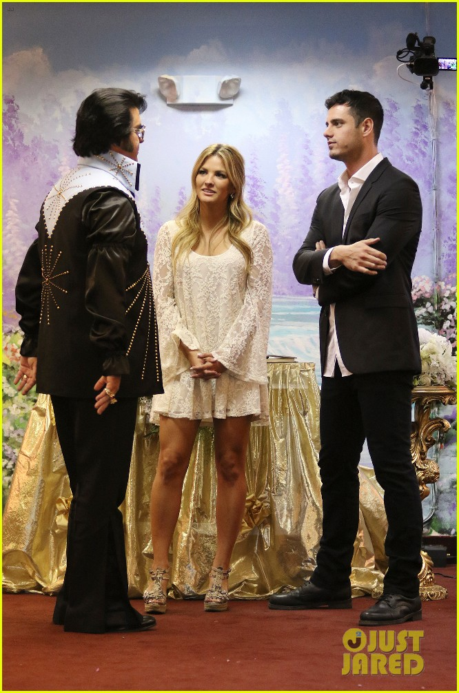 the bachelors becca tries on wedding dress with ben higgins 033559916