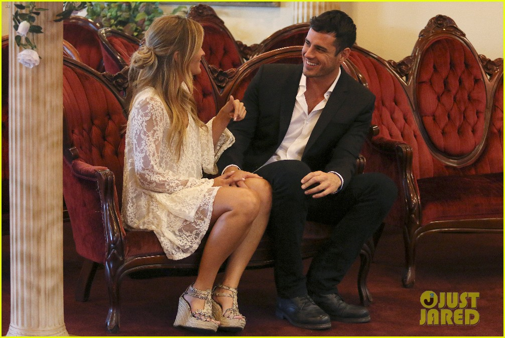 the bachelors becca tries on wedding dress with ben higgins 103559923