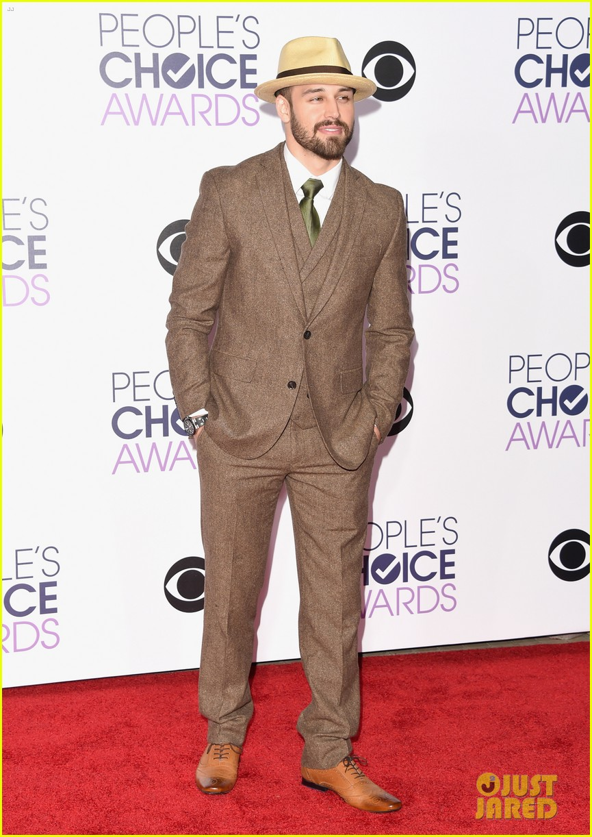 sarah hyland peoples choice awards ryan guzman 143545636