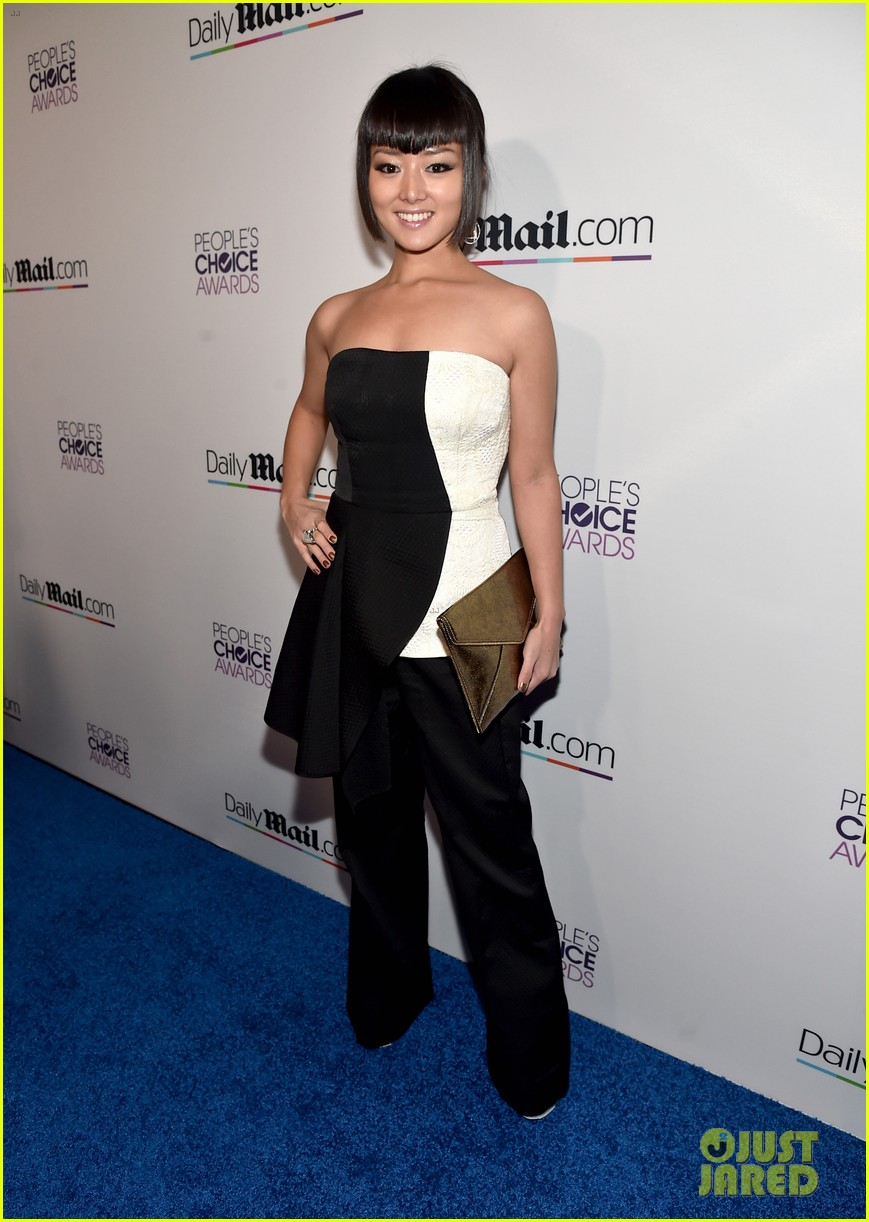 sarah hyland peoples choice awards ryan guzman 243545646