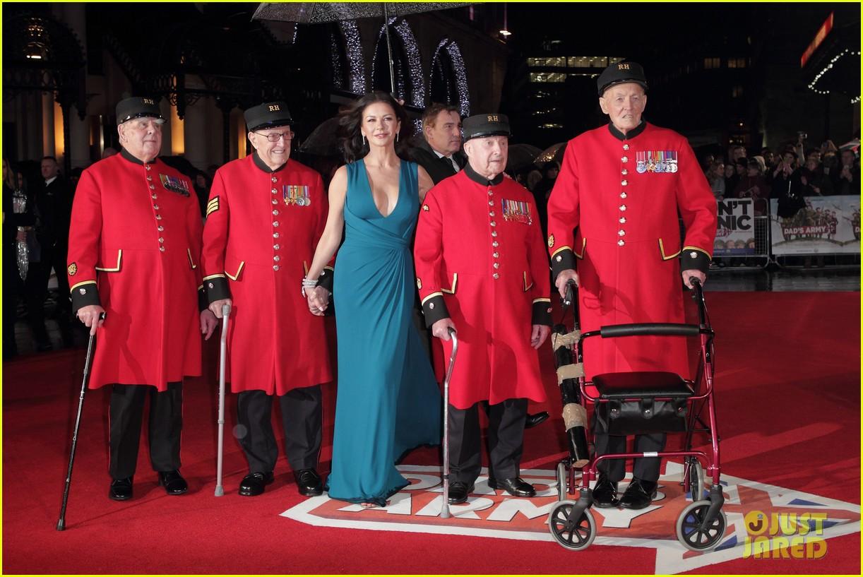 catherine zeta jones stuns at dads army world premiere 023561368
