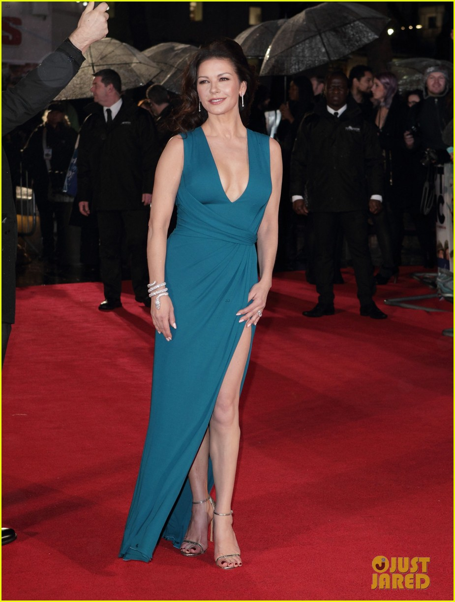 catherine zeta jones stuns at dads army world premiere 053561371