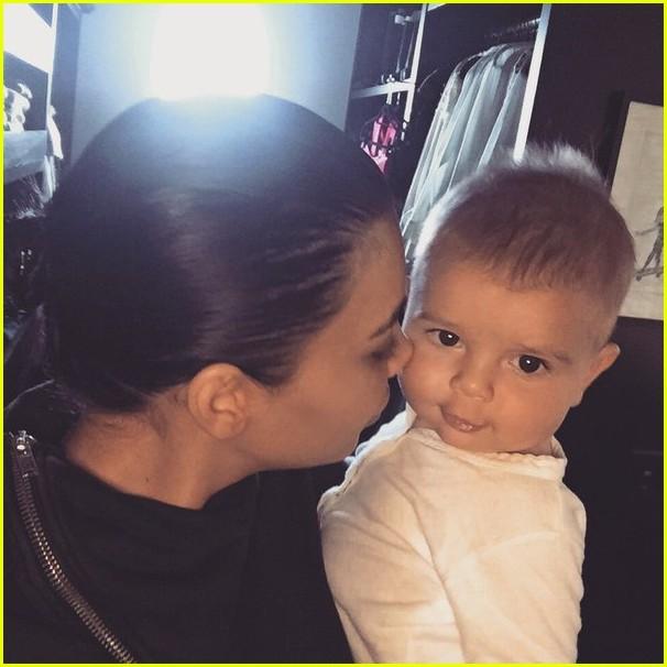 Kourtney Kardashian S New Year S Eve Kiss Was Baby Reign Photo