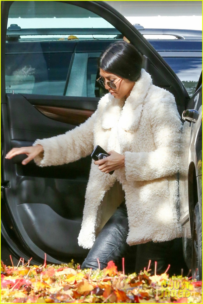kourtney kardashian truth about staying close with her sisters 043546149