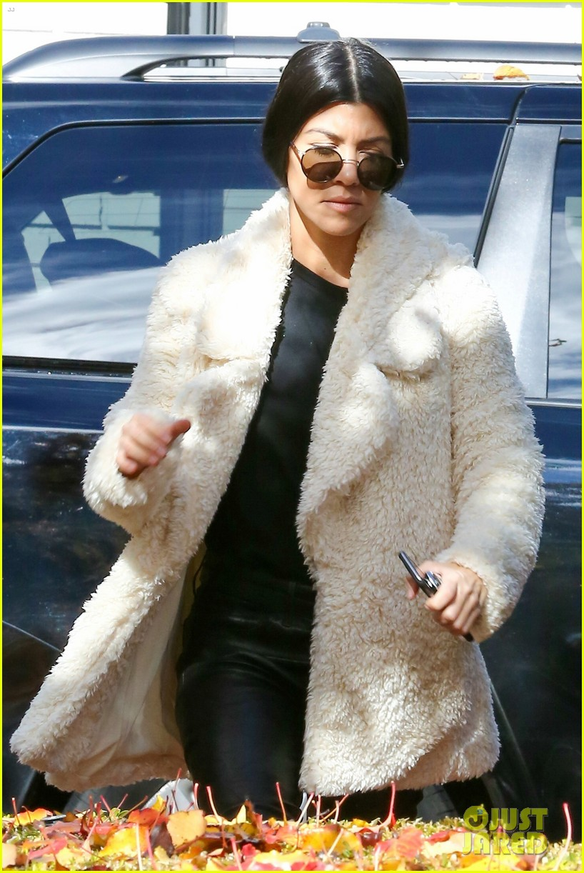 kourtney kardashian truth about staying close with her sisters 063546151