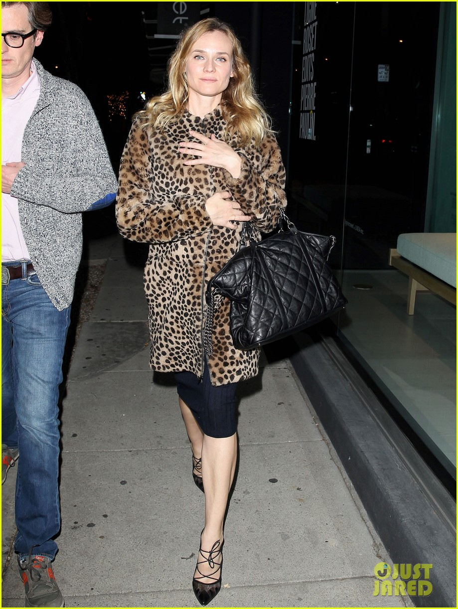 diane kruger is goes barefaced for dinner with pals 023545372