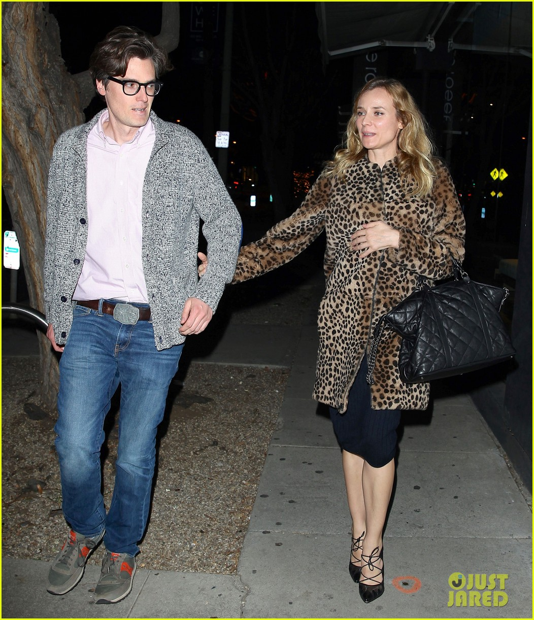 diane kruger is goes barefaced for dinner with pals 033545373