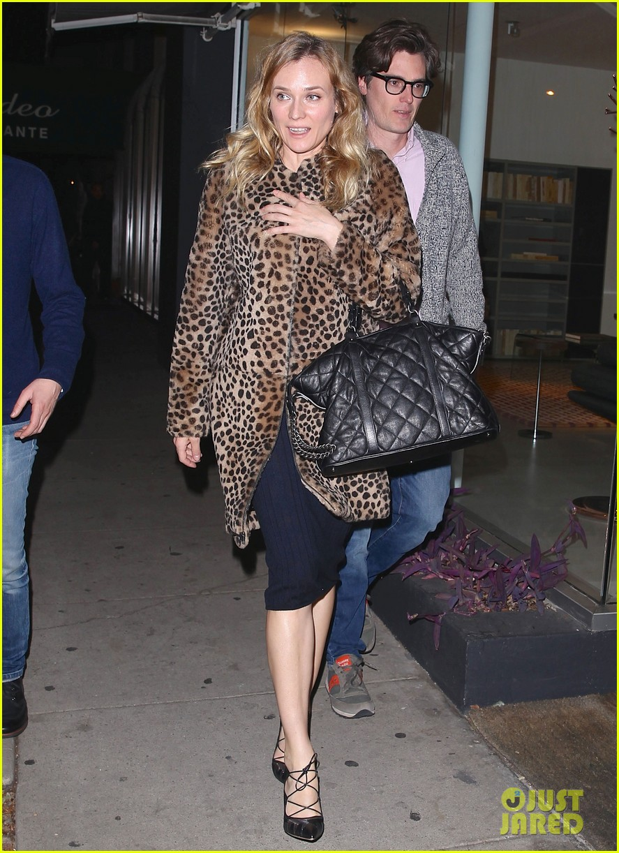 diane kruger is goes barefaced for dinner with pals 243545394