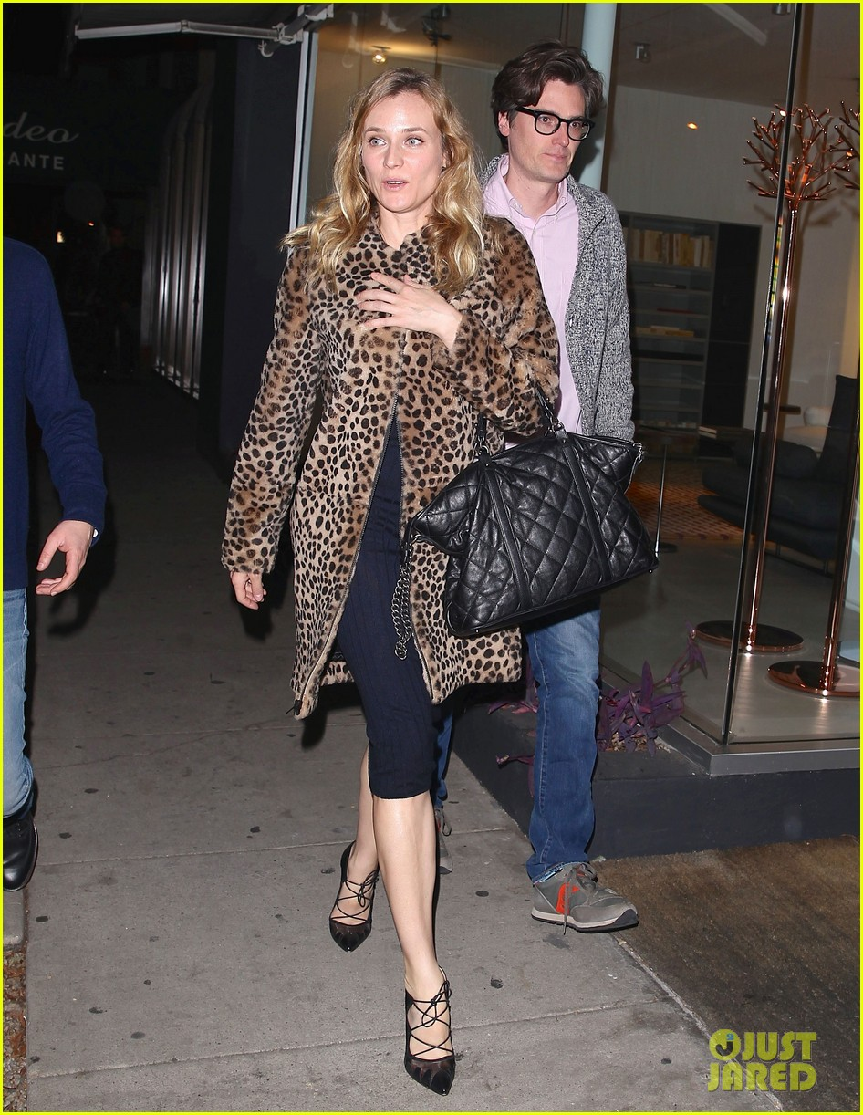 diane kruger is goes barefaced for dinner with pals 253545395