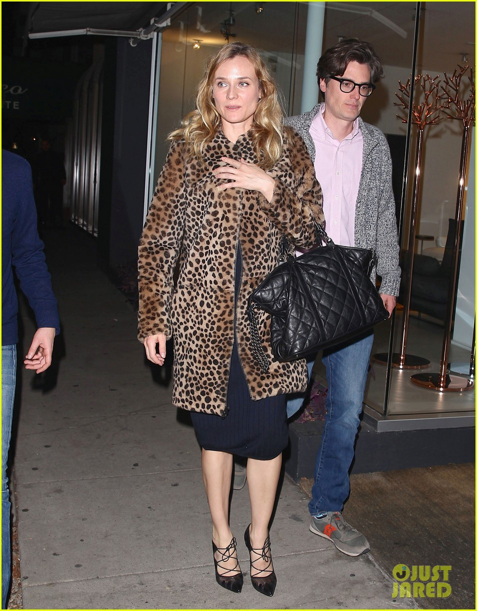 diane kruger is goes barefaced for dinner with pals 263545396