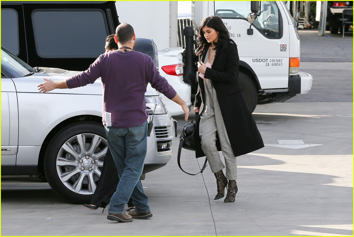 kim tells khloe scott going rehab 223561828