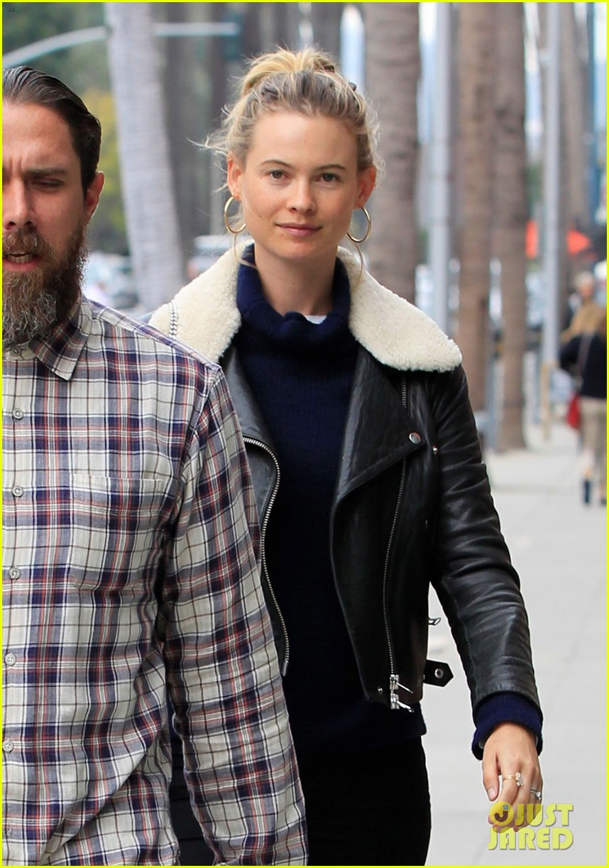 adam levine films broad city with behati prinsloo by his side 063557607
