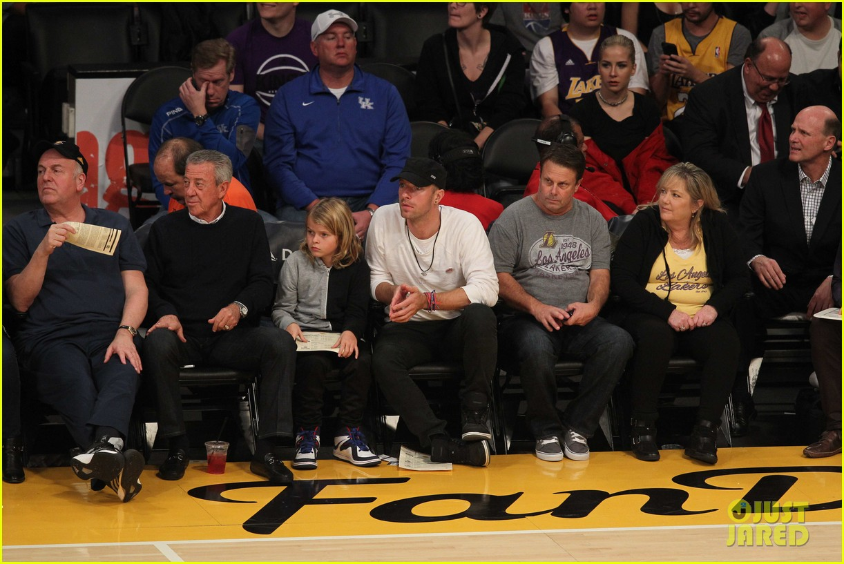 chris martin lookalike son moses lakers game 023556971