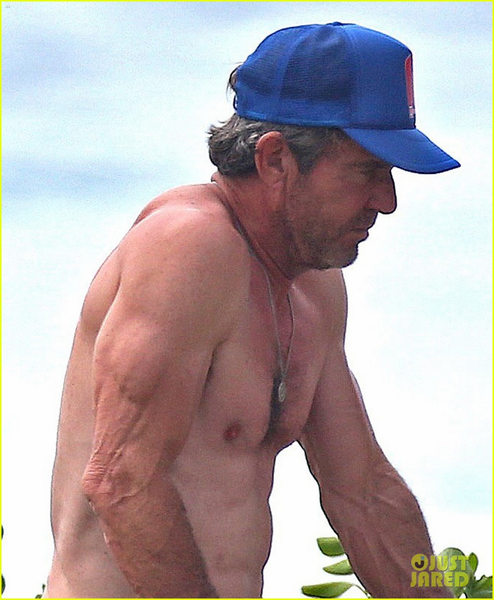 dennis quaid goes shirtless looks incredibly ripped at 61 043543936