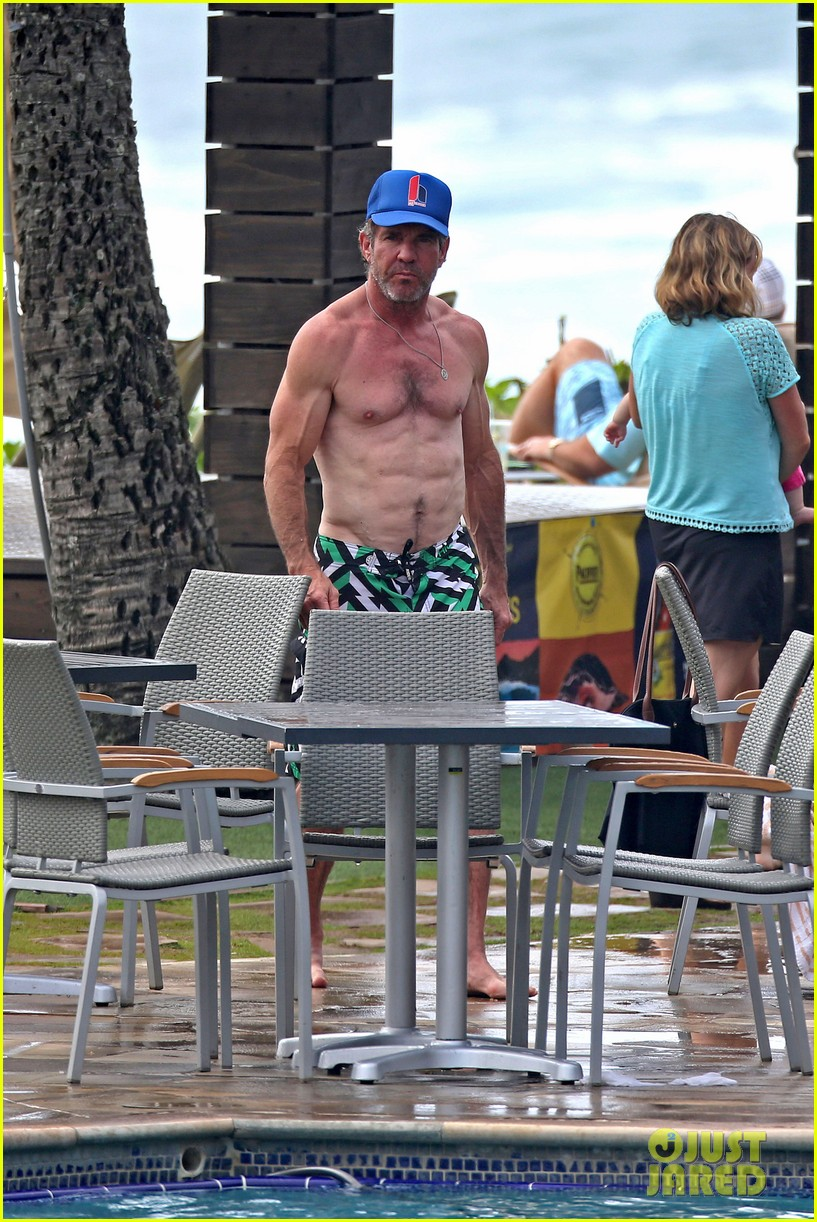 dennis quaid goes shirtless looks incredibly ripped at 61 083543940