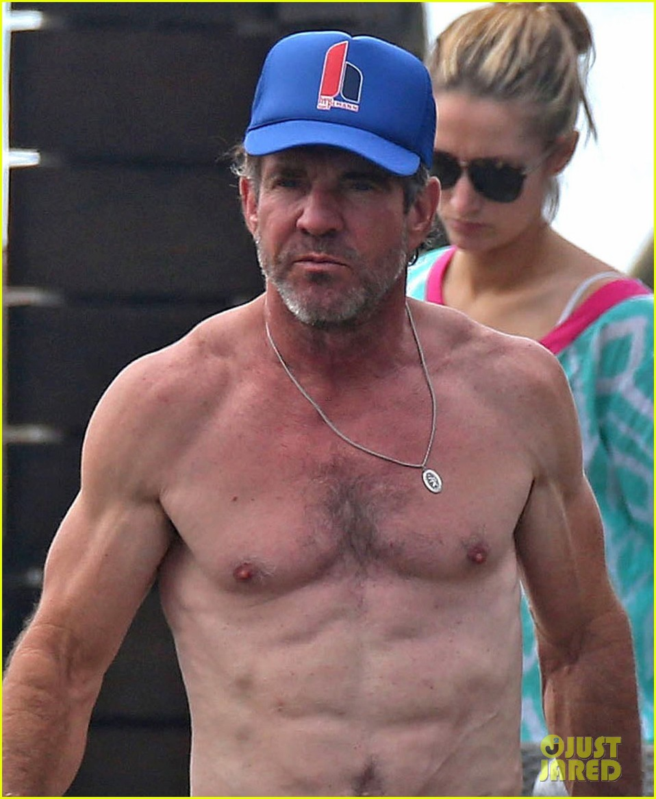 dennis quaid goes shirtless looks incredibly ripped at 61 093543941