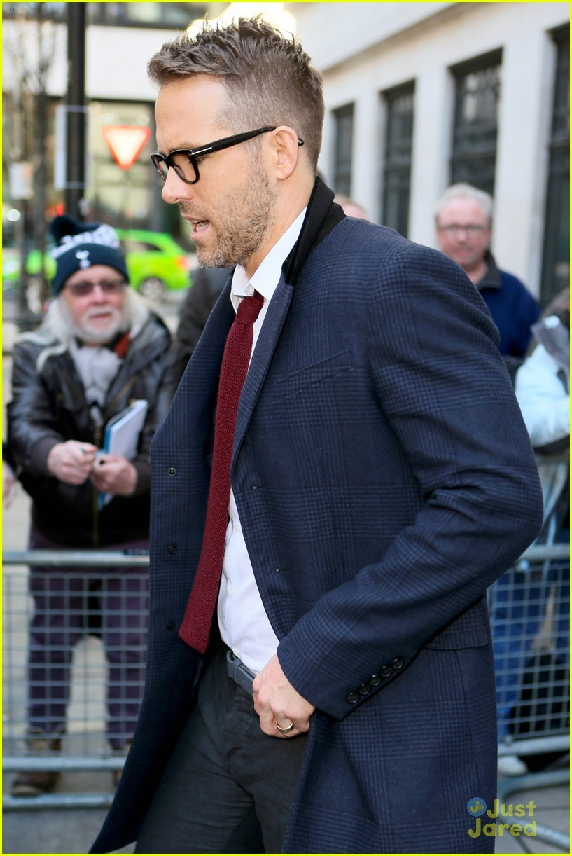 Ryan Reynolds Is Turning Into A Silver Fox See His Gray Hair