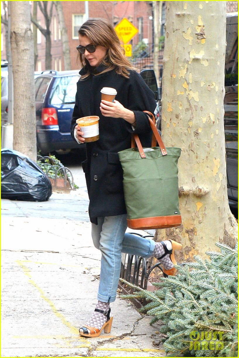 keri russell steps out after pregnancy news revealed 303546020