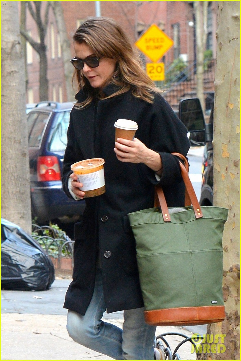 keri russell steps out after pregnancy news revealed 313546021