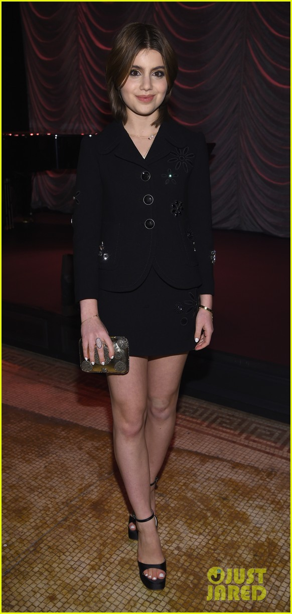 winona ryder juno temple help marc jacobs celebrate beauty velvet noir 033555337