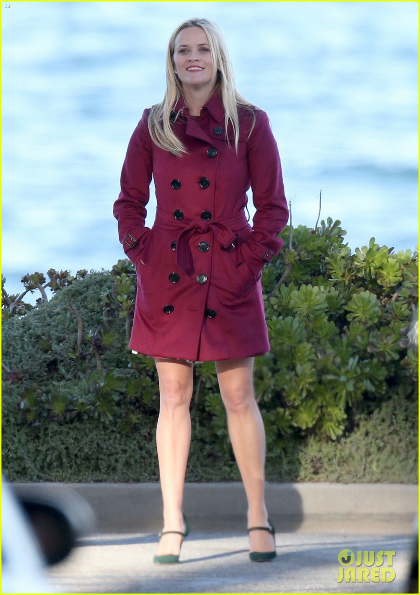 Shailene woodley reese witherspoon film beachside scene photo shailene woodley reese witherspoon film beachside scene m4hsunfo