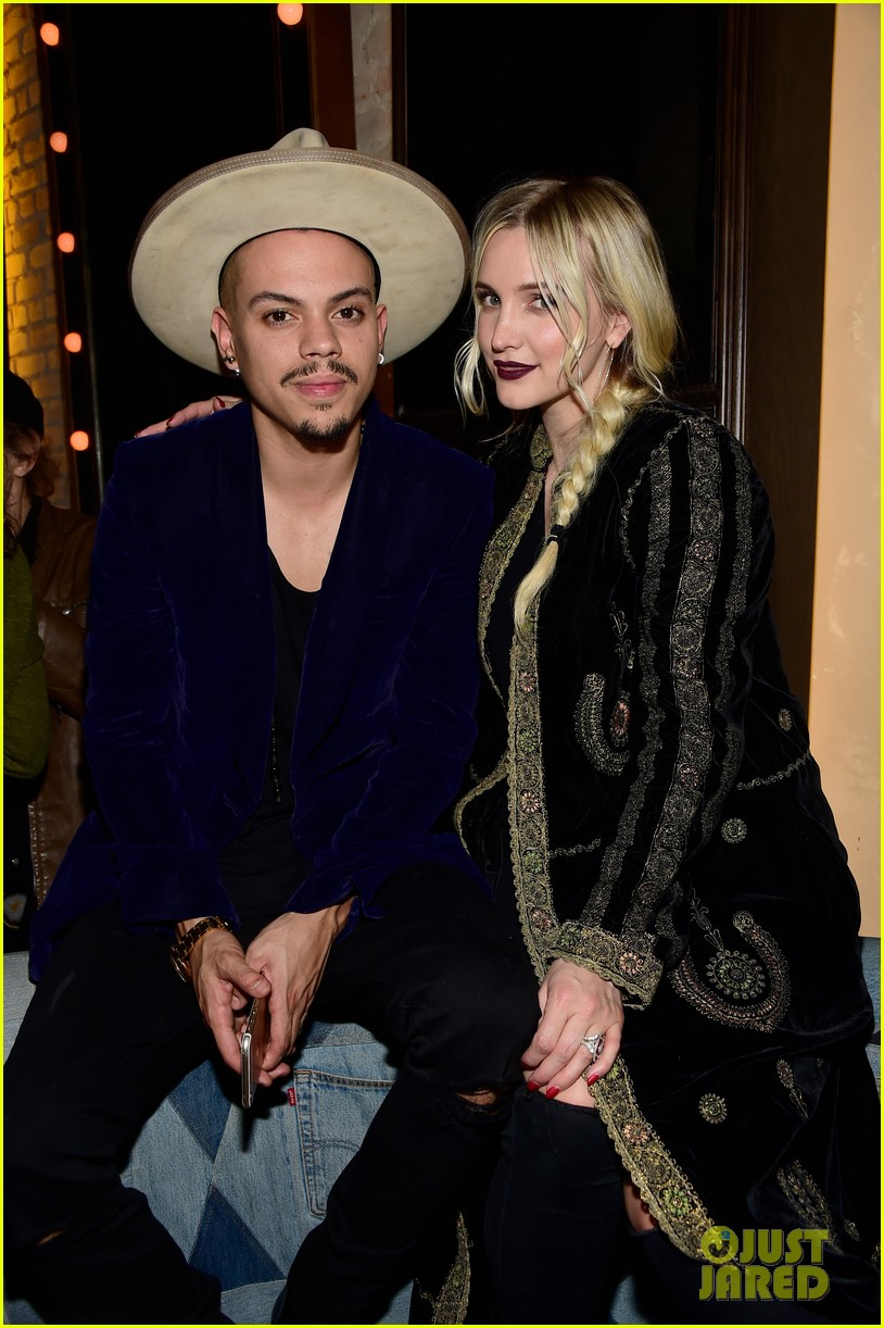 jessica ashlee simpson have a double date with their men 033544160
