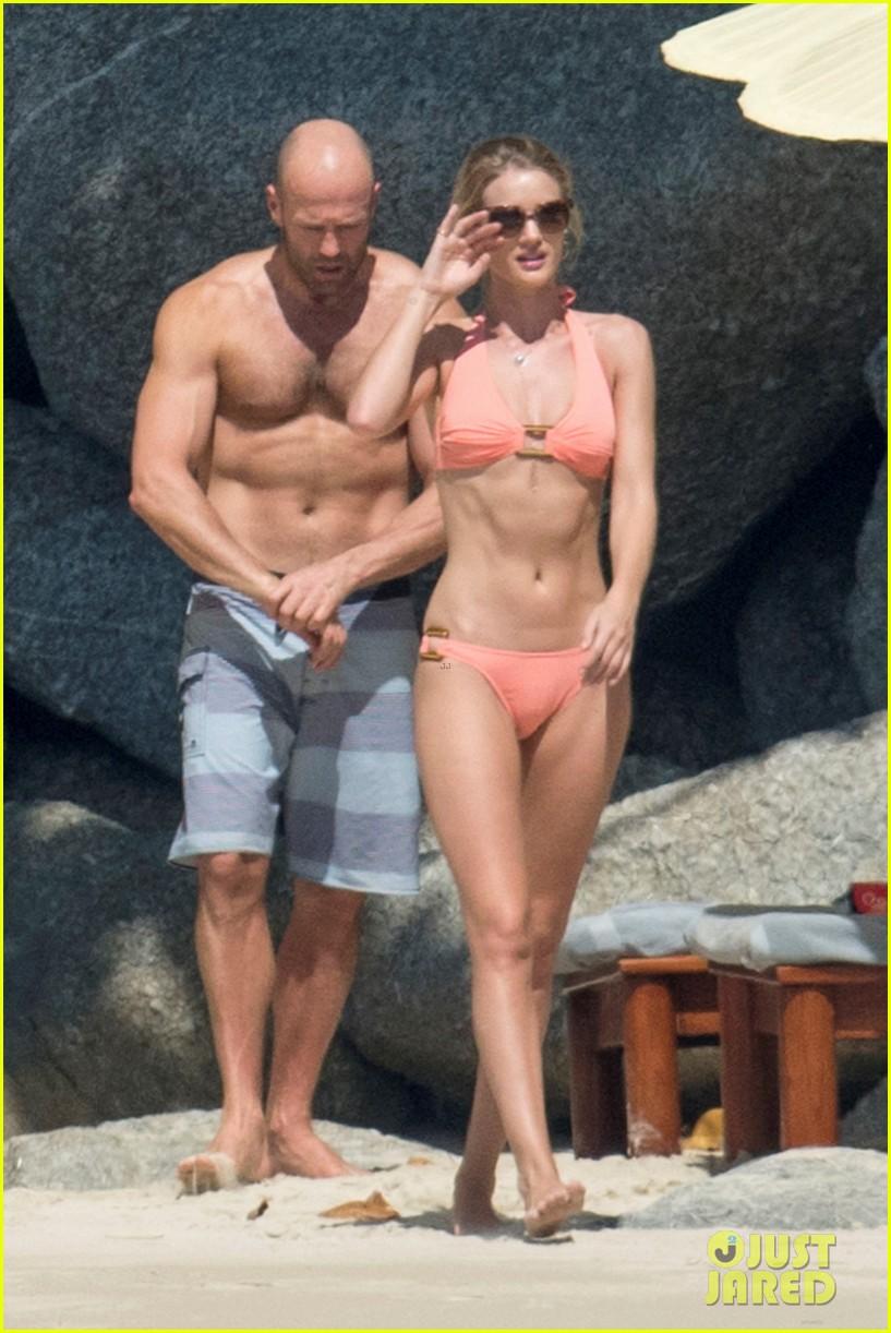 jason statham rosie huntington whiteley flaunt perfect beach bodies 013541947