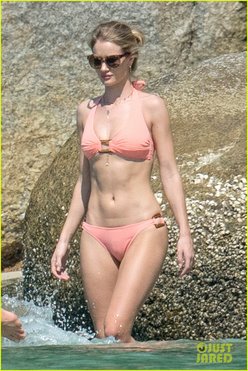 jason statham rosie huntington whiteley flaunt perfect beach bodies 083541954