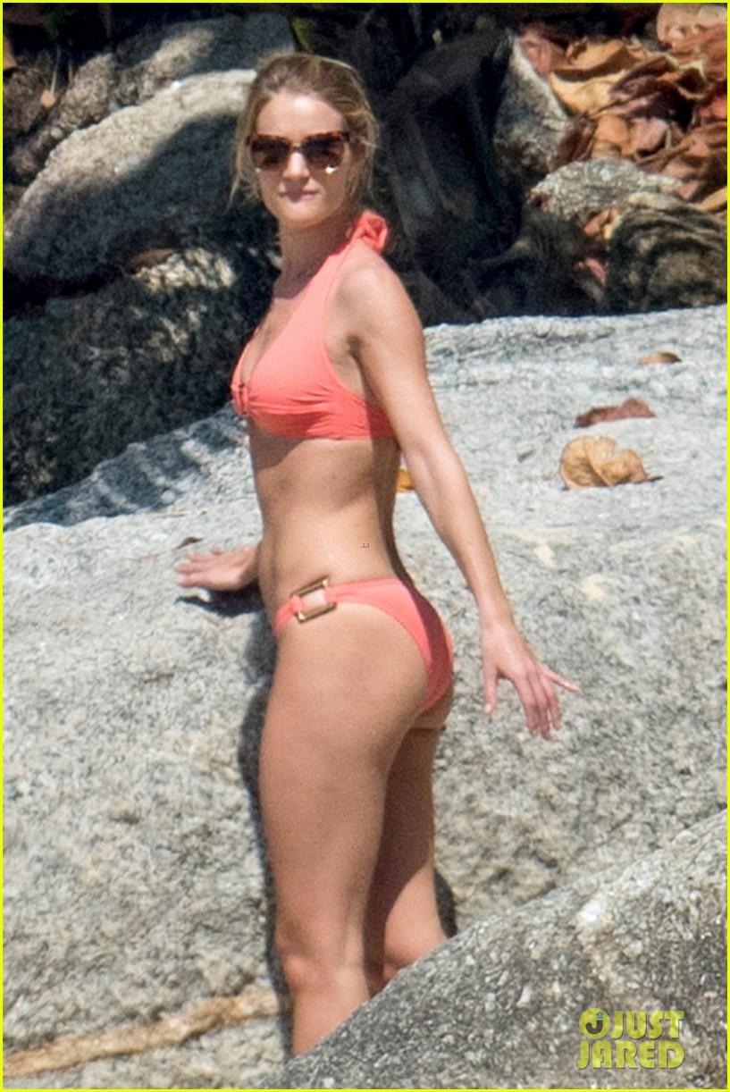 jason statham rosie huntington whiteley flaunt perfect beach bodies 103541956