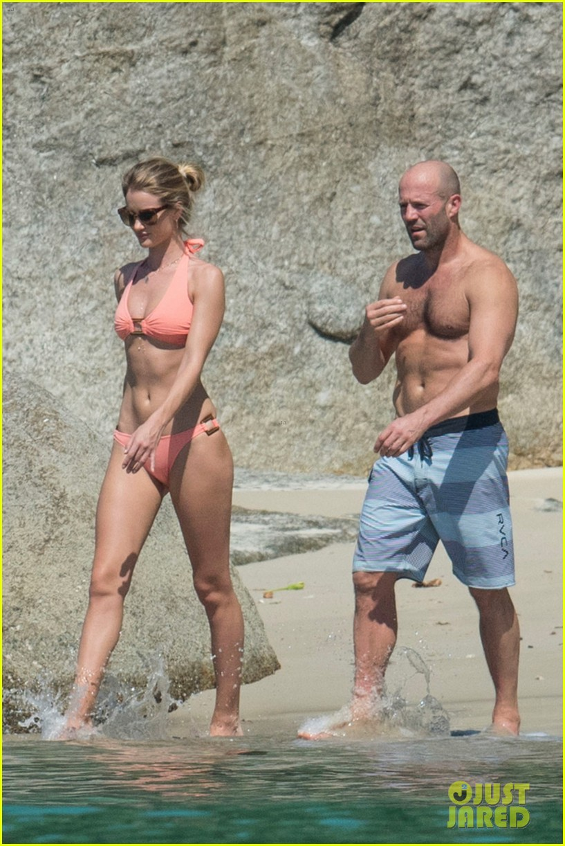 jason statham rosie huntington whiteley flaunt perfect beach bodies 123541958