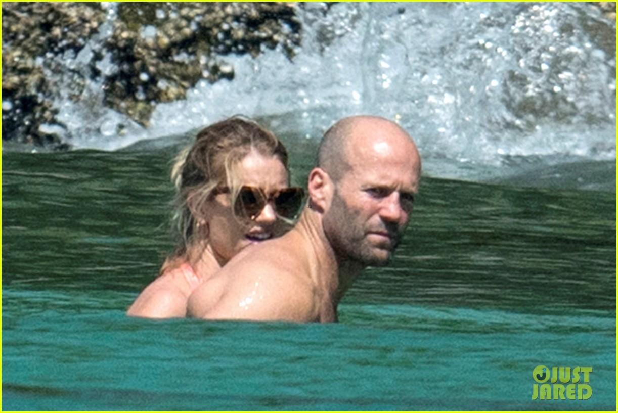 jason statham rosie huntington whiteley flaunt perfect beach bodies 133541959