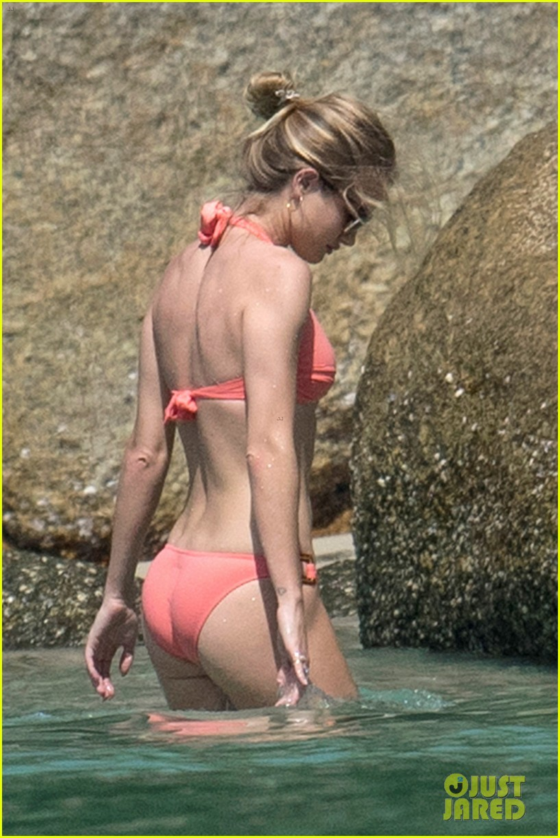 jason statham rosie huntington whiteley flaunt perfect beach bodies 173541963
