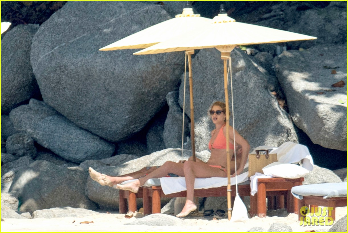 jason statham rosie huntington whiteley flaunt perfect beach bodies 383541984