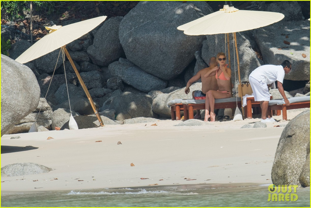 jason statham rosie huntington whiteley flaunt perfect beach bodies 403541986