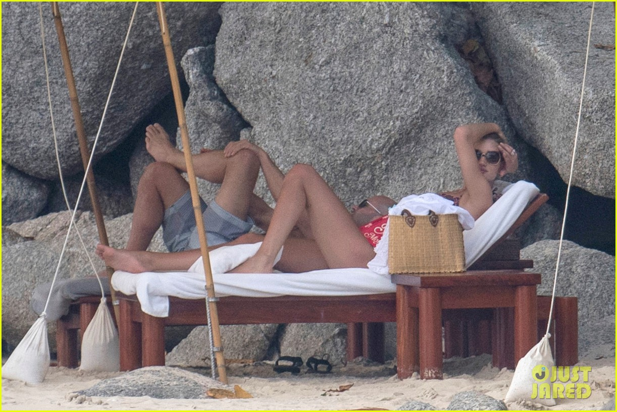 jason statham rosie huntington whiteley flaunt perfect beach bodies 493541995