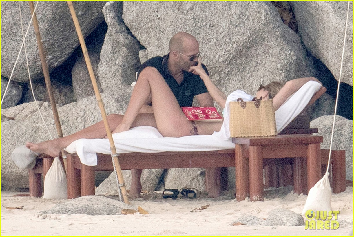 jason statham rosie huntington whiteley flaunt perfect beach bodies 533541999