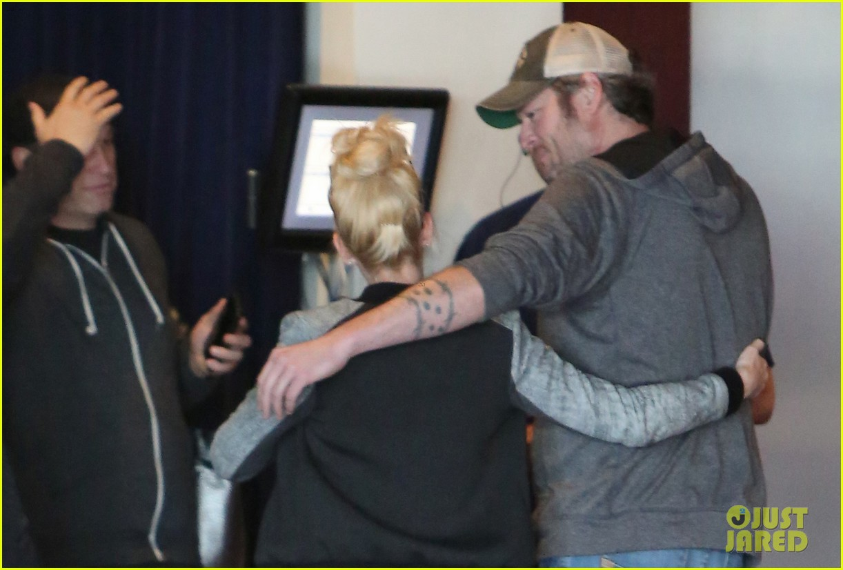 gwen stefani and blake shelton have a date with her kids 033553731