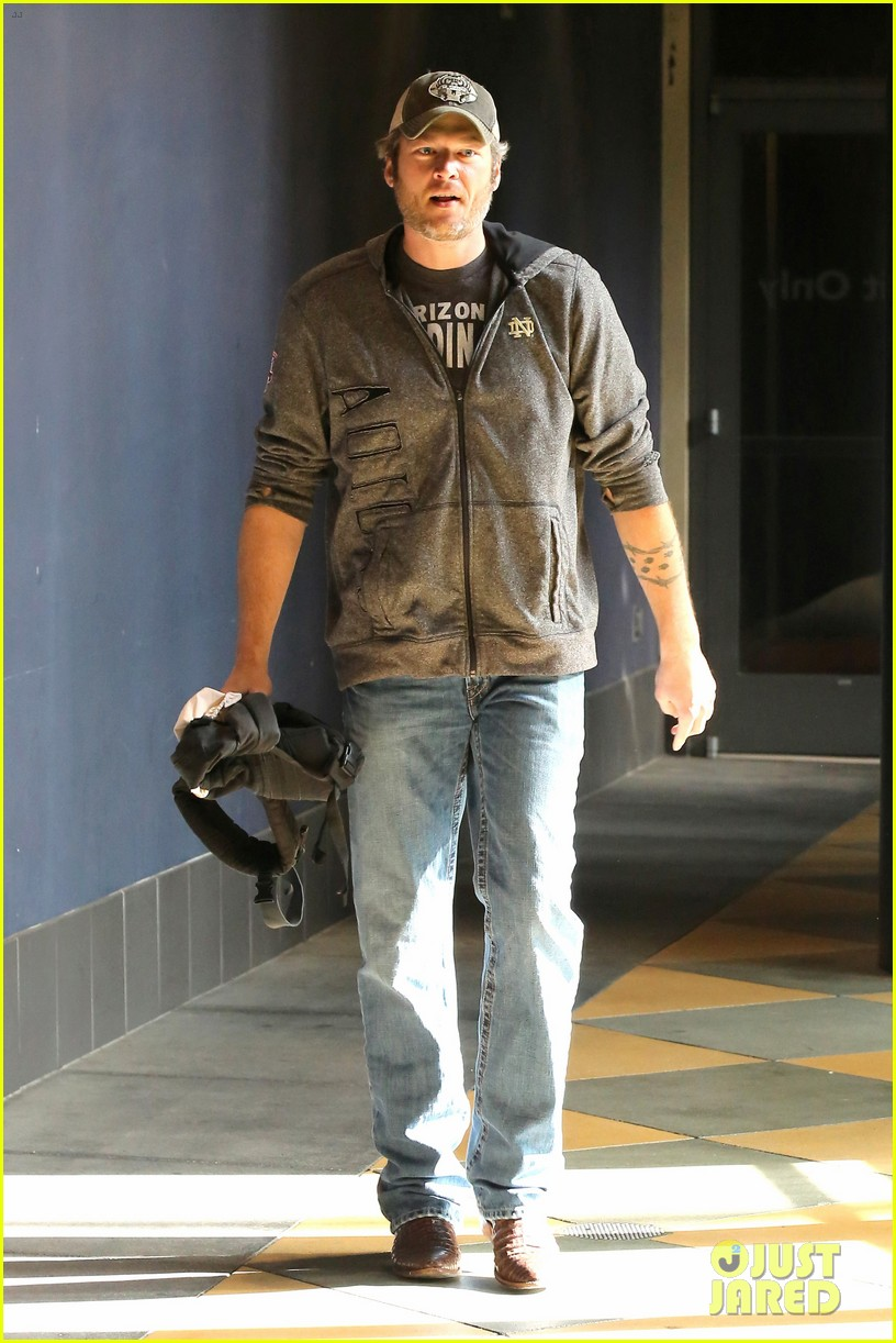 gwen stefani and blake shelton have a date with her kids 083553736