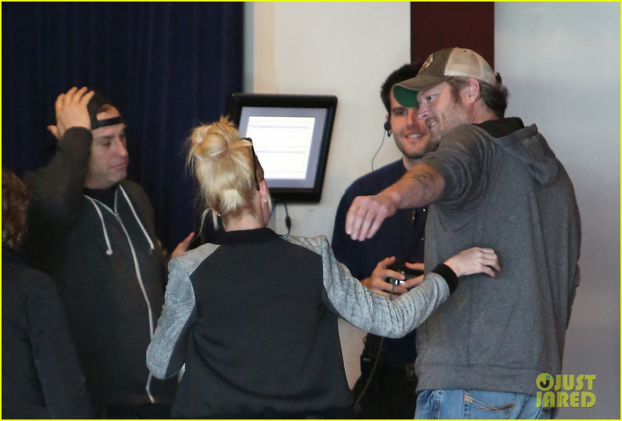 gwen stefani and blake shelton have a date with her kids 343553762