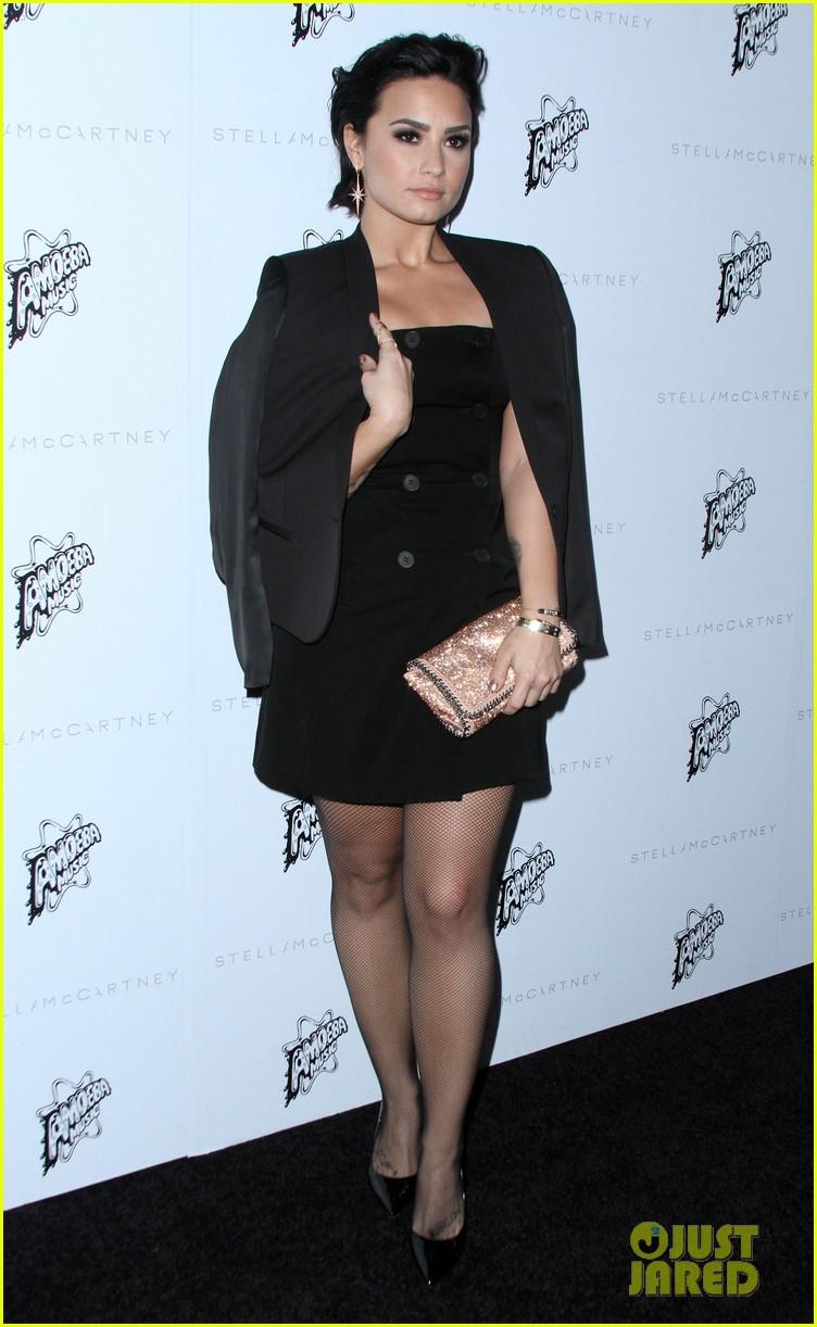 Demi Lovato Photo Gallery >> Full Sized Photo of amandla stenberg lily collins demi lovato more stella mccartney show 20 ...