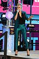 carrie underwood new years eve 2016 16