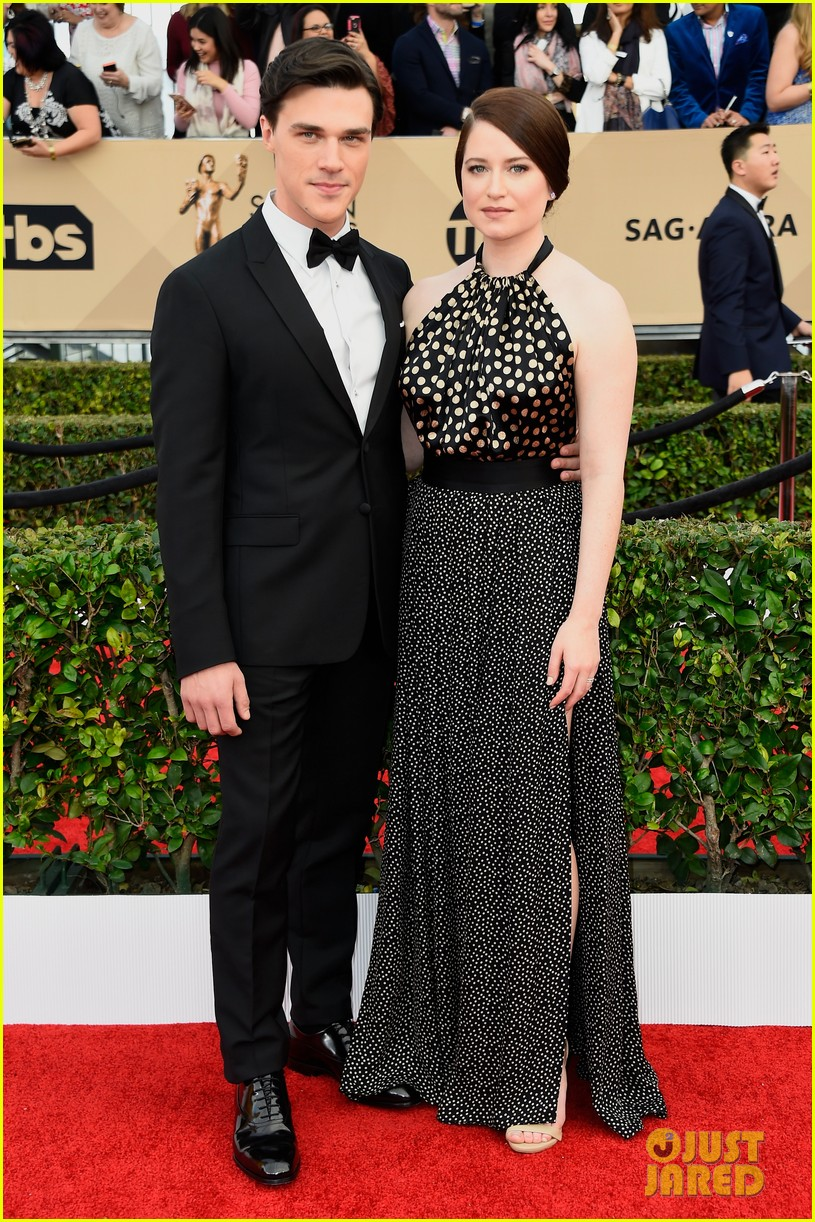 finn wittrock hamish linklater lily rabe sag awards 2016 073564851