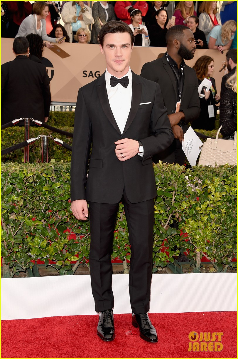 finn wittrock hamish linklater lily rabe sag awards 2016 083564852