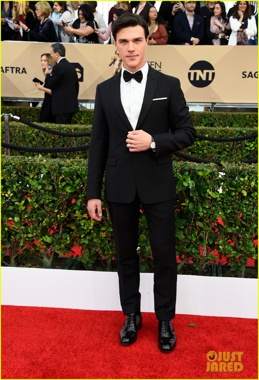 finn wittrock hamish linklater lily rabe sag awards 2016 173564861