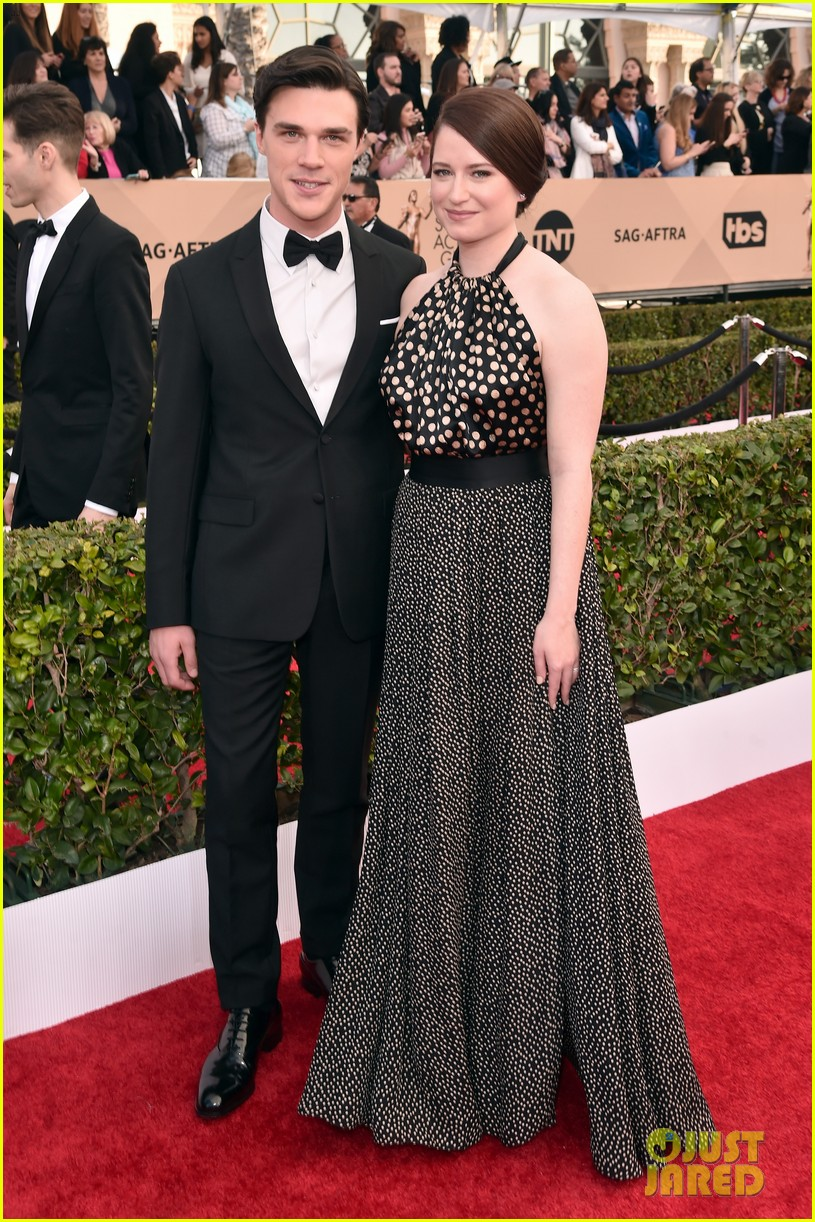 finn wittrock hamish linklater lily rabe sag awards 2016 203564864