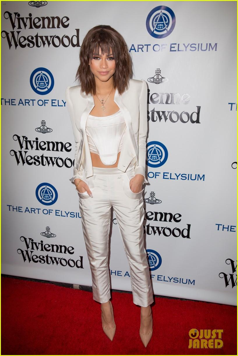 Bella Thorne Amp Zendaya Heat Up The Red Carpet At The